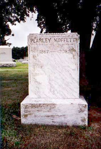 Headstone for Pearly Moffett