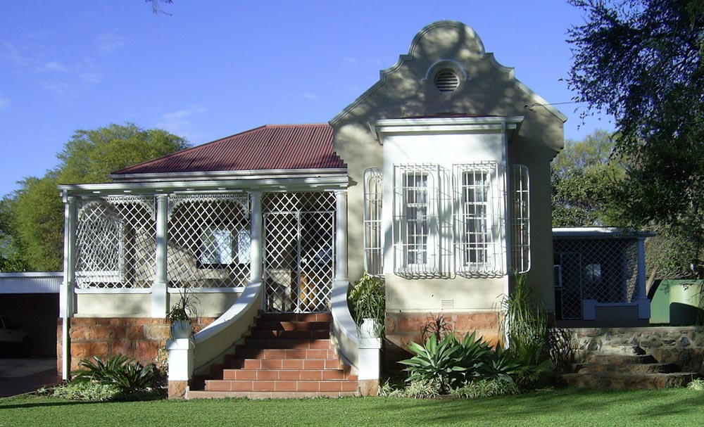 House built in Bulawayo, now Zimbabwe by Howard Unwin Moffat