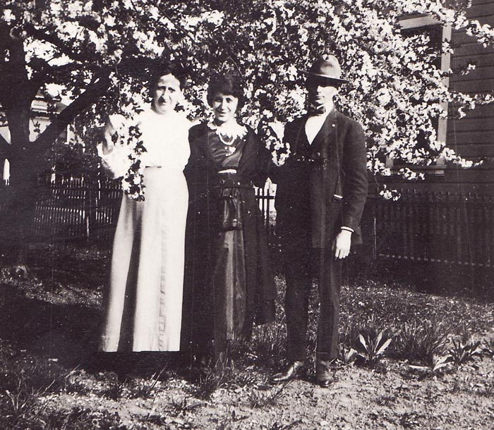 Minerva Ellen Moffitt, Louise Haus and Lester Orville Gentry
