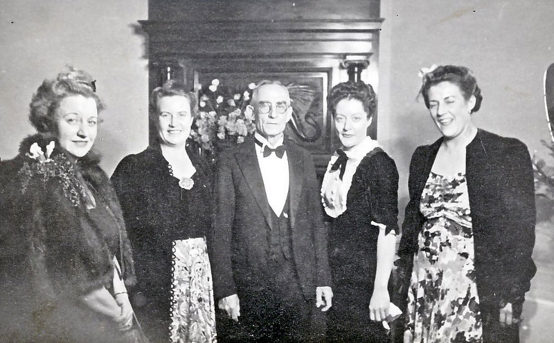David Jewell Brown and 4 of his 5 daughters.